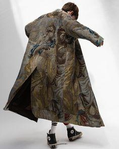 Dries Van Noten - Collection Men S/S 2017 (Get someone to paint a portrait on a coat) Fashion Brand, Fashion Art, Fashion Looks, Womens Fashion, Fashion Design, High Fashion Men, Trendy Fashion, Dries Van Noten, La Mode Masculine
