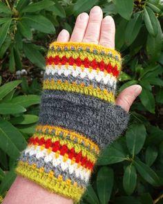 Crochet mittens in alpacka and silk. Virkade halvvantar i alpacka och silke. #handmade  #crochet  #Mittens  #virka  #textile  #halvvante  #torgvante  #silk #alpacayarn Crochet Mittens, Veronica, Fingerless Gloves, Arm Warmers, Crocs, Magenta, Studio, Gloves, Tejidos