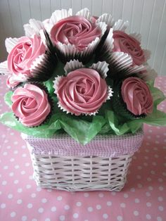 Cupcake bouquet milk Choc mud cake with strawberry icing