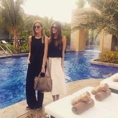 Enjoying our first day in Dubai at #purobeach ☀️@conraddubai #dubai #sun #palmtrees #fashion #summer #love #enjoy #sunbeds #swimmingpool #lifestyle #dior #twins #sisters #desjen #chanel #espadrilles #soreal #alexanderwang #rocco #studs #rosegold #middleeast #desert #travel #wanderlust #instatravel #emirates #sunnies #hiltonhotel