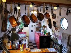 Like that the copper saucepans are hanging from the beams. Your Home is Lovely: interiors on a budget: Real homes: a central London houseboat, frugally styled Houseboat Decor, Houseboat Living, Canal Barge, Canal Boat, Narrowboat Interiors, Narrowboat Kitchen, Utility Boat, Cabin Cruiser, Floating House