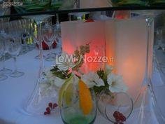 http://www.lemienozze.it/operatori-matrimonio/wedding_planner/agenzia-organizzazione-nozze-a-roma/media/foto/15  Centrotavola luminoso. Wedding idea di luce.
