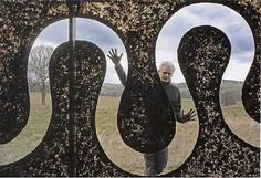 This year, Yorkshire Sculpture Park marks its thirtieth anniversary with a major exhibition of British artist Andy Goldsworthy. Land Art, Andy Goldsworthy Art, Art Environnemental, Art Et Nature, Yorkshire Sculpture Park, Alien Art, Environmental Art, Outdoor Art, Animal Design
