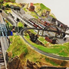 Here is a list of the 5 brand new model train photographs that are liked by many. Hopefully this gives you some ideas to use for your own model layout and display the inspiration that model railroaders are building on a daily basis. N Scale Model Trains, Model Train Layouts, Scale Models, Model Training, Hobby Trains, Train Pictures, Train Set, Power Boats, Best Model