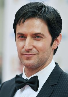 I adore this photo Bafta 2010 Vicar Of Dibley, Berlin Station, John Thornton, King Richard, Voice Actor, Queen, Historical Romance, Richard Armitage, Coming Home