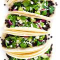 These Easy Lentil and Avocado Tacos can be ready to go in 30 minutes, and they're full of delicious fresh and healthy flavors that I absolutely LOVE. | gimmesomeoven.com (Gluten-Free / Vegetarian / Vegan)