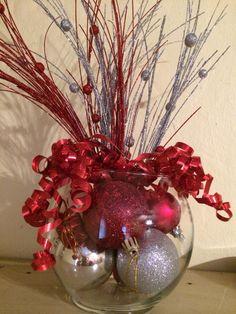 Deracion navideña Christmas Frames, Christmas Bows, Christmas Design, Simple Christmas, Christmas Ornaments, Easy Christmas Decorations, Holiday Centerpieces, Christmas Floral Arrangements, Glass Bottle Crafts