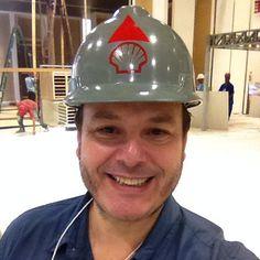 Meu primeiro selfie da vida hoje implantando dois estandes para a @portodesign_ .... O capacete é herança do meu pai ....cansado mas feliz! #fabiogaleazzo #meuprimeiroselfie #exporevestir #exporevestir2015 #portodesign #revestimentos