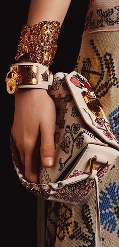 Alexander McQueen Amazing Luxury Accessories /fashion 2017 cuff bag /
