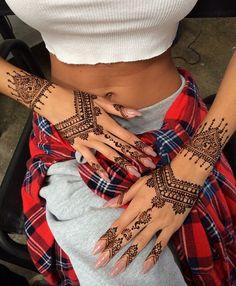 Pia Mia Perez henna tattoos on hands. So gorgeous!