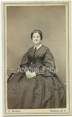 Vintage Old Photo Victorian Woman Dress Hudson New York- nice double pointed bodice, with large pleated sleeves. Big buttons for trim on the front and lovely collar.