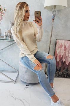 Pulovere dama, Pulover dama tricotat casual sau elegant! #puloverdama Sweatshirt Outfit, Grey Sweatshirt, Casual Outfits, Cute Outfits, Fashion Jackson, Mommy Style, Autumn Winter Fashion, Fall Fashion, Fashion 2020
