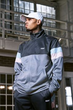 The creative powerhouse that is Chris Brown teams up with the German streetwear kingpins for a breezy summer capsule with strong roadman vibes. Chris Brown X, Chris Brown And Royalty, Chris Brown Style, Breezy Chris Brown, Big Sean, Trey Songz, Black Boys, Black Men, Rita Ora