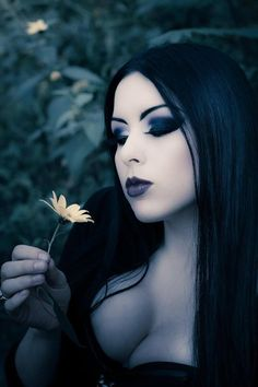 Top Gothic Fashion Tips To Keep You In Style. As trends change, and you age, be willing to alter your style so that you can always look your best. Consistently using good gothic fashion sense can help Dark Beauty, Goth Beauty, Makeup Gothic, Suicide Girls, Corpo Sexy, Gothic Models, New Wave, Goth Women, Dark Gothic