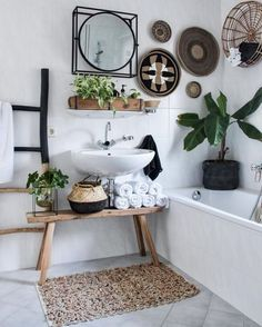 bohemian Bathroom Decor badkamer wonenbijchantal B - bathroomdecor Bad Inspiration, Bathroom Inspiration, Diy Home Decor For Apartments, Bohemian Bathroom, Small Bathroom Storage, Bathroom Styling, Chic Bathrooms, Luxury Bathrooms, Modern Bathroom