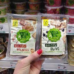 Walnuss oder Olive? Welche Zutat darf in deinem Tofu nicht fehlen? 🤔 Hummus, Snack Recipes, Snacks, Vegan, Tofu, Chips, Photo And Video, Instagram, Spreads