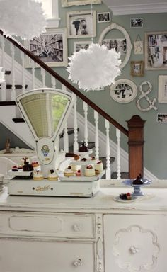 Stairwell ideas from Kasey Buick's home Staircase Decor, Decor, Shabby Chic Living Room, Wall Decor Bedroom, Wall Color, Vintage Scale, Vintage Roses, Chic Decor, Home Decor