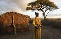 Le migliori 10 pubblicità di moda della stagione - Valentino - Le fotografie della collezione prêt-à-porter ispirata dalle fantasie tribali africane sono state scattate dal celebre fotografo Steve McCurry e ambientate nel parco nazionale di Amboseli, in Kenya.