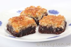 Kokostoscakaka Baking Recipes, Cookie Recipes, Dessert Recipes, Yummy Treats, Delicious Desserts, Cookie Brownie Bars, Swedish Recipes, Food Cakes, Afternoon Snacks