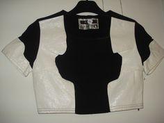 Aangeboden door vintage store Things I like Things I love: zwarte, korte top met witte kunstleren vlakken, maat S.