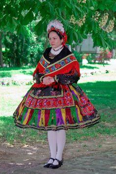 Sárközi Népviselet - Dunántúl Folk Costume, Costumes, Hungarian Girls, Hungarian Embroidery, Folk Dance, Traditional Outfits, Hungary, Techno, Harajuku