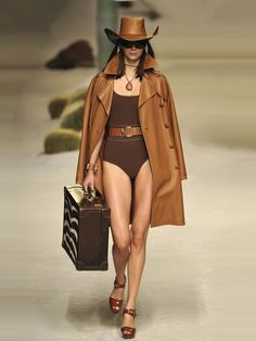 #body #fashion #trend #sottoveste #tendenze #sfilate #fashionblog #teresamorone #theFashiondiet http://www.teresamorone.com/2016/05/06/tra-body-e-sottoveste-la-moda-si-fa-sexy/