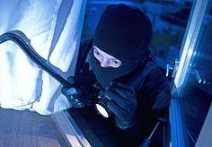 9-Nov-2014 11:52 - BRUTALE INBREKER PAKT BIERTJE EN KIJKT TV. Een inbreker in het Noord-Hollandse Bergen is zaterdagmiddag even blijven hangen in de woning waar hij aan het stelen was. De bewoner van het huis betrapte de man met een biertje op de bank.