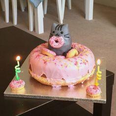 Letter M Cake Design . Letter M Cake Design . Pusheen Doughnut Cake I Made Pretty Cakes, Cute Cakes, Pusheen Cakes, Pusheen Birthday, Cat Birthday, Doughnut Cake, Donut Party, Cat Party, Gateaux Cake