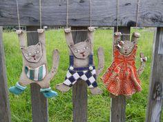 handmade ceramic hanging cats.    https://translate.google.com/translate?hl=en&sl=cs&tl=en&u=http%3A%2F%2Fwww.fler.cz%2Fzbozi%2Fkeramicky-kocour-na-zaveseni-195782