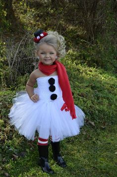 Snowman Tutu Dress, What a fun and easy DIY winter costume! Just a white skirt, black pompoms and some fun accessories. http://ladybugtutus.com
