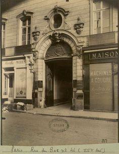Une autre photo de l'immeuble du 46 rue du Bac prise par Eugène Atget au début du XX° siécle, intitulée Hôtel Le Vayer