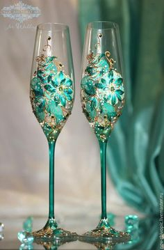 Set of 2 hand painted wedding champagne flutes Peacock theme wedding glasses in gold, blue and turquoise color Cake serving set Wedding Wine Glasses, Diy Wine Glasses, Decorated Wine Glasses, Wedding Champagne Flutes, Painted Wine Glasses, Champagne Glasses, Wine Glass Crafts, Wine Bottle Crafts, Marie's Wedding
