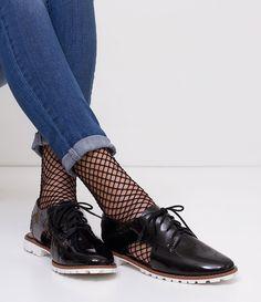 Sapato Feminino  Material: sintético  Modelo: oxford  Com recorte lateral  Em verniz  Marca: Satinato     COLEÇÃO INVERNO 2017     Veja outras opções de    sapatos femininos.        Satinato     A Satinato possui uma coleção de sapatos, bolsas e acessórios cheios de tendências de moda. 90% dos seus produtos são em couro. A principal característica dos Sapatos Santinato são o conforto, moda e qualidade! Com diferentes opções e estilos de sapatos, bolsas e acessórios. A Satinato também…