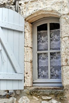 How charming is this petite fenetre! French Country Cottage, French Countryside, French Country Style, French Farmhouse, Country Life, Cottage Style, French Decor, French Country Decorating, Old Windows