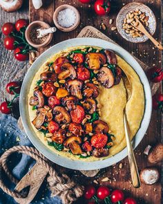 Creamy Vegan Polenta with Mushrooms and . - Creamy Vegan Polenta with mushrooms and spinach - Gourmet Recipes, Vegetarian Recipes, Dinner Recipes, Cooking Recipes, Healthy Recipes, Spinach Recipes, Vegan Polenta Recipes, Lunch Recipes, Drink Recipes