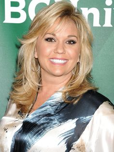 """Julie Chrisley (mom) - """"Chrisley Knows Best"""" on the USA Network. Feathered Hair Cut, Feathered Hairstyles, Creative Hairstyles, Cool Hairstyles, Medium Hair Styles, Long Hair Styles, Hair Medium, Brown Eyes Blonde Hair, Chrisley Knows Best"""