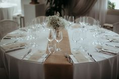 Are you for round tables of straight ones? Hotel Gabbiano Azzurro will help you choose what's best for a successful, happy and beautiful wedding. Table decoration wedding ideas in Sardinia, Italy.