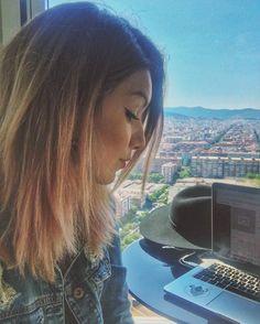Obrigada @meliahtlresorts por me hospedar aqui nesse hotel lindo com essa vista insana da cidade de #Barcelona ✨ #MariMoonNaEuropa #experiencethesky #meliaexperience