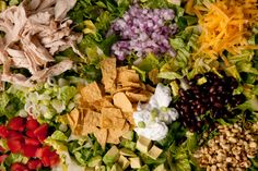 Chicken Taco Salad by Chow. This chicken taco salad recipe full of chicken breast meat, black beans, cheese, and avocado gets tossed in a tangy Tex-Mex dressing. Taco Salat, Good Healthy Snacks, Healthy Foods To Eat, Healthy Recipes, Ww Recipes, Healthy Salads, Drink Recipes, Healthy Eats, Side Dishes