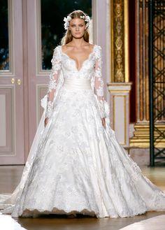 Les robes de mariée de la haute couture: Zuhair Murad http://www.vogue.fr/mode/news-mode/diaporama/les-robes-de-mariee-de-la-haute-couture/8928/image/554990#!defile-zuhair-murad-haute-couture-automne-hiver-2012-2013