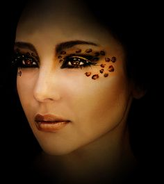 makeup ideas for halloween Leopard Makeup, Animal Makeup, Leopard Eyes, Unique Makeup, Diy Makeup, Makeup Ideas, Exotic Makeup, Cat Halloween Makeup, Halloween Costumes