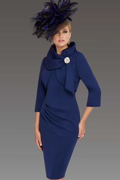 This knee length outfit features a matching jacket that fastens at the wide collar with the aid of a diamante clip. The simple yet elegant dress has ruched detailing that accentuates the waist. Colours: Navy, cornflower Source by dresses Mother Of The Bride Fashion, Mother Of Bride Outfits, Mother Of Groom Dresses, Elegant Dresses, Vintage Dresses, Formal Dresses, Short Fitted Dress, Dress Outfits, Fashion Dresses
