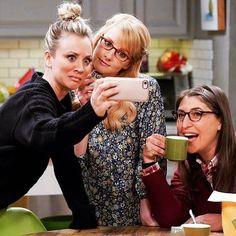 The Big Bang Theory Leonard Hofstadter Sheldon Cooper Penny Howard Wolowitz Rajesh « Raj Big Bang Theory Series, Big Bang Theory Penny, The Big Theory, Serie Friends, Howard Wolowitz, Amy Farrah Fowler, Mayim Bialik, Gu Family Books, Big Bang Top
