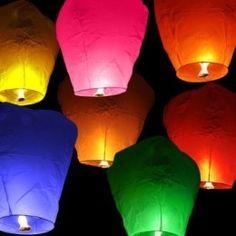 Farolillos voladores de colores
