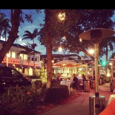 Shopping and dining on 5th Ave. in Naples, FL