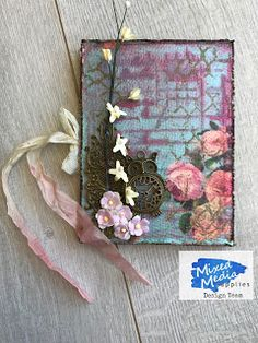 Wonderful World of Crafting : Brag Book for Mixed Media Supplies