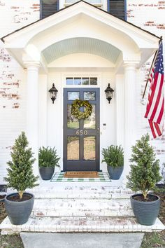 4 easy steps to decorate a small porch stoop for spring to make any home more welcoming for guests. #springporch #smallporch #porchstoop