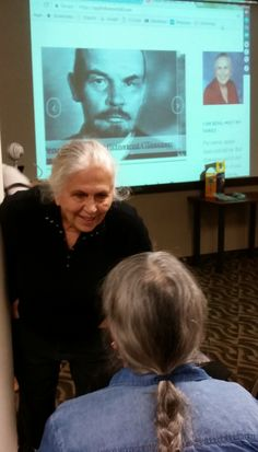 Family historian Bena Shklyanoy chats with a visitor at the Sunday, Oct. 22, 2017, Jewish Genealogical Society of Illinois meeting where she spoke on life in the Soviet Union.