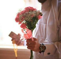 Creative Gifts For Photographers [It doesn't have to be costly] Handsome Arab Men, Handsome Boys, Arab Men Fashion, Romantic Dp, Dubai, Arab Swag, My Flower, Flowers, Muslim Family