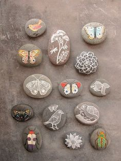 Looking ideas for making art rock for your home decor? Rock painting activities is one of the best ways to spend quality time with your child, it must be fun. Here are some stone art ideas that can inspire you. Pebble Painting, Pebble Art, Stone Painting, Diy Painting, Rock Painting, Pebble Stone, Painting Stencils, Painting Patterns, Stone Crafts
